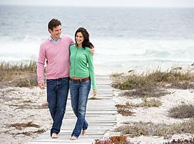 arm-in-arm-walking-on-beach-272x203